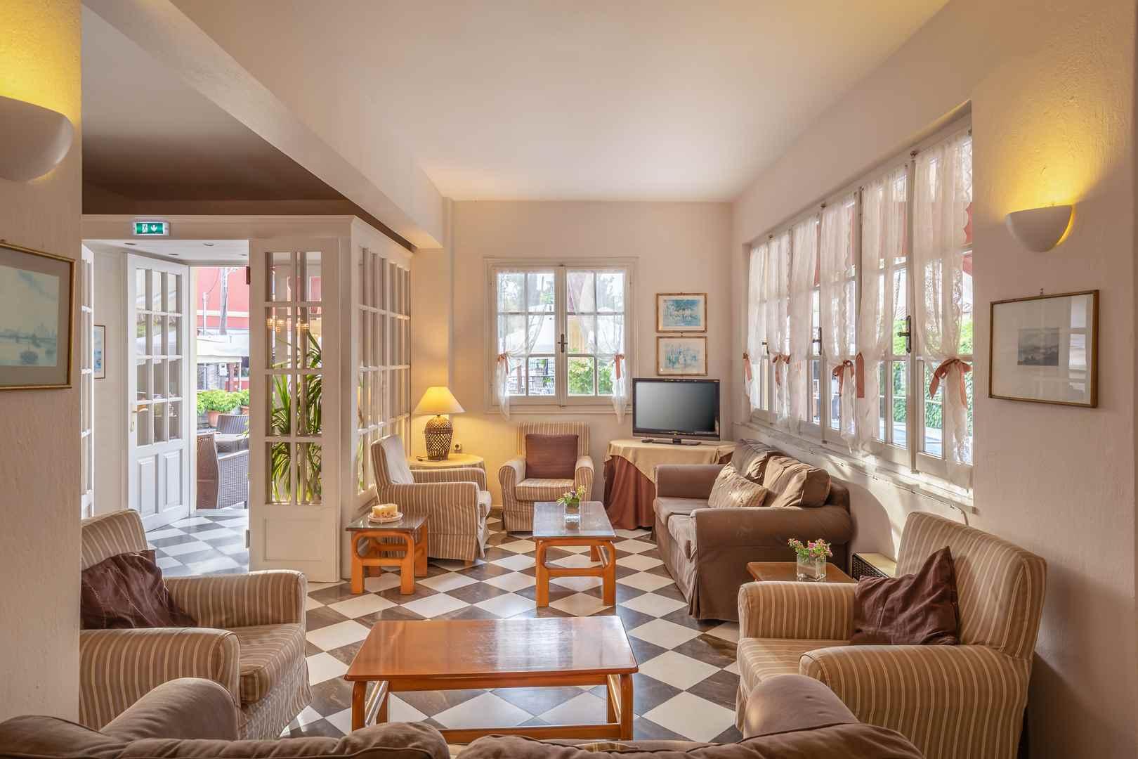 Omiros Hotel, Foyer