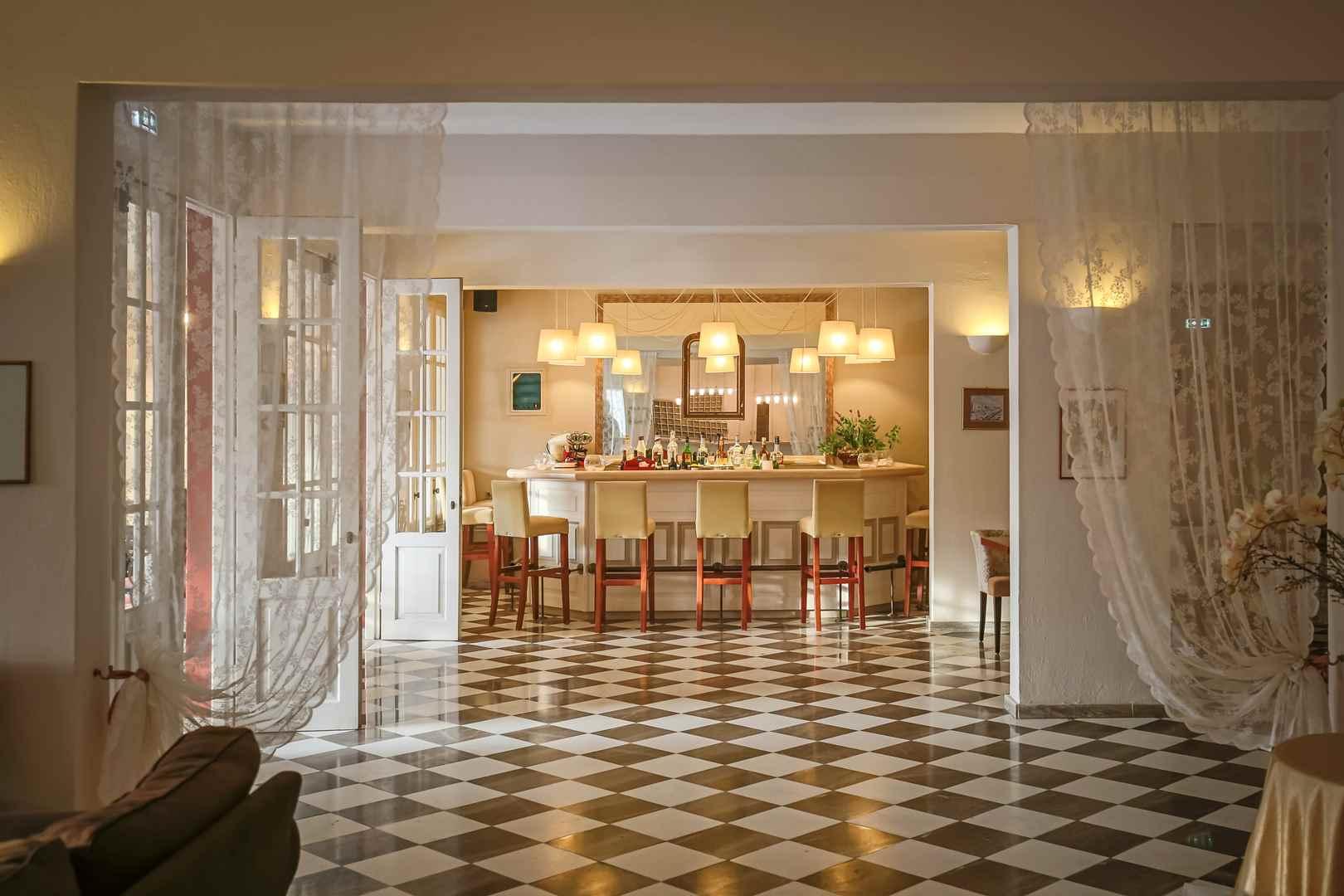 Omiros Hotel, Lobby Bar